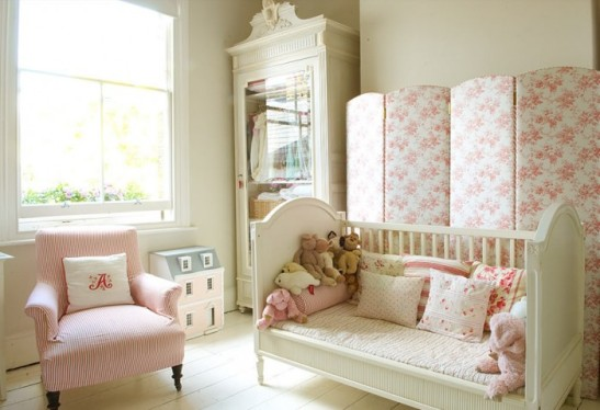 1-nursery-girls-bedroom-5-700x479