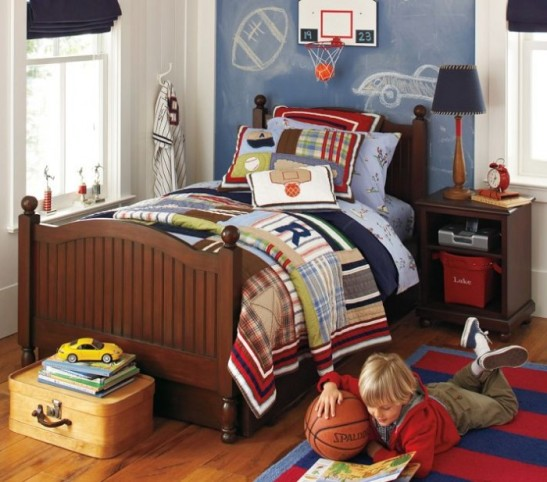red-white-and-blue-plaid-sports-themed-boys-room-700x617