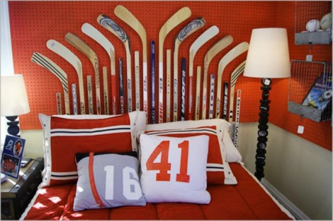 red-white-and-blue-sports-themed-boys-room-700x467