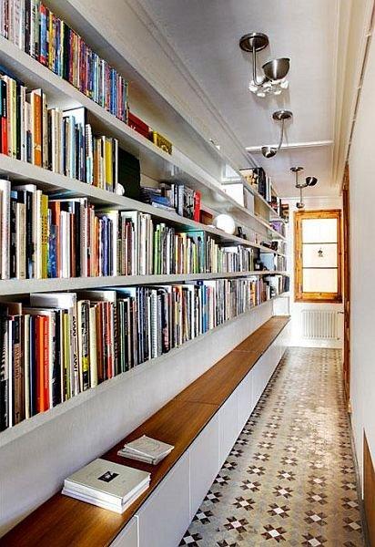 z13529149Q,Dlugi-korytarz-przeksztalcono-w-biblioteke-